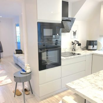 Fully fitted kitchen with dishwasher and wine coioler