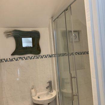 Fishermans shower room 1