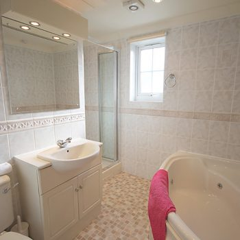 Bathroom | 51 Atlantic Reach | 4 bedroom self-catering cottage in Newquay, Cornwall