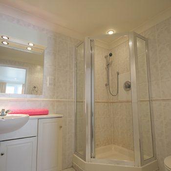 En Suite | 51 Atlantic Reach | 4 bedroom self-catering cottage in Newquay, Cornwall