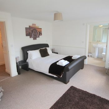 Pentire-mews-Double-bedroom kingsize bed with ensuite