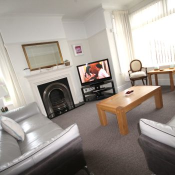 Earlshall large spacious lounge